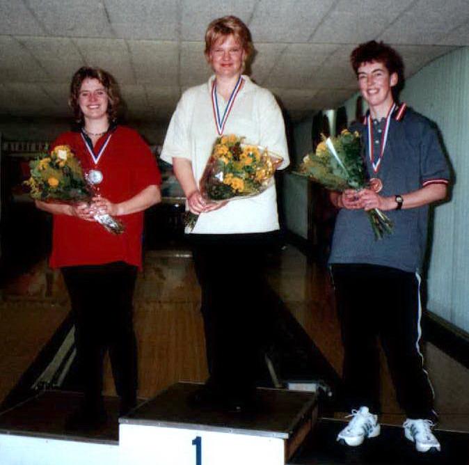 http://www.bowlingverenigingheiloo.nl/fotos_verhalen/foto's/2002_0000-Ver.kamp-Dames-ABCD.jpg