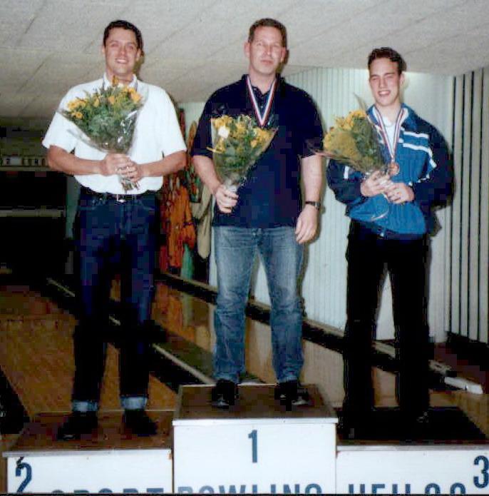 http://www.bowlingverenigingheiloo.nl/fotos_verhalen/foto's/2002_0000-Ver.kamp-Heren-CD.jpg