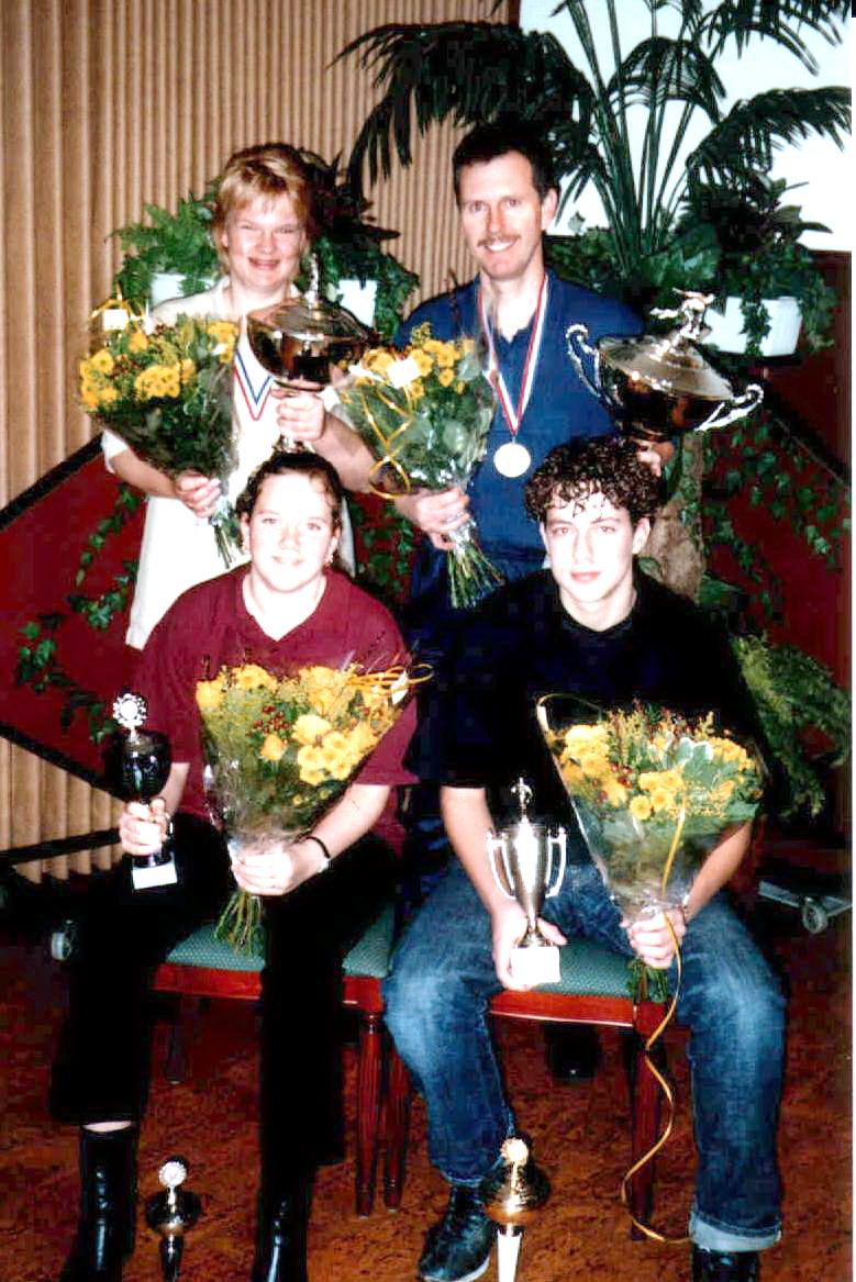 http://www.bowlingverenigingheiloo.nl/fotos_verhalen/foto's/2002_0000-Ver.kampioenen-2002.jpg