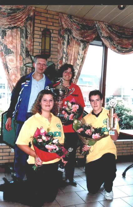 http://www.bowlingverenigingheiloo.nl/fotos_verhalen/foto's/2004_0000-Ver.kampioenen-2004.jpg