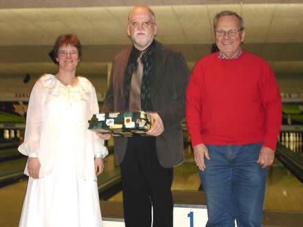 http://www.bowlingverenigingheiloo.nl/fotos_verhalen/foto's/2005_1222-Kerst-BruidspaarOudhoff.jpg