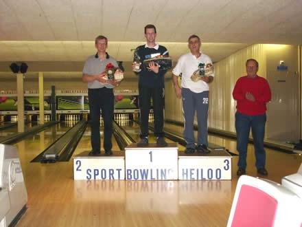 http://www.bowlingverenigingheiloo.nl/fotos_verhalen/foto's/2005_1222-Kerst-Heren-A.jpg
