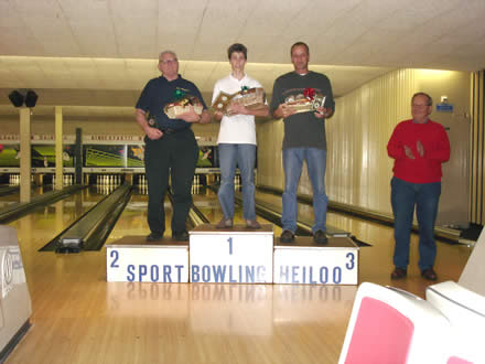 http://www.bowlingverenigingheiloo.nl/fotos_verhalen/foto's/2005_1222-Kerst-Heren-B.jpg