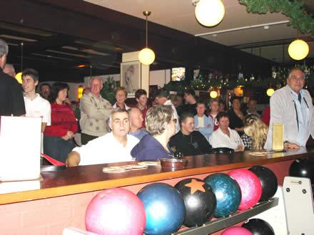 http://www.bowlingverenigingheiloo.nl/fotos_verhalen/foto's/2005_1222-Kerst-Publiek.jpg