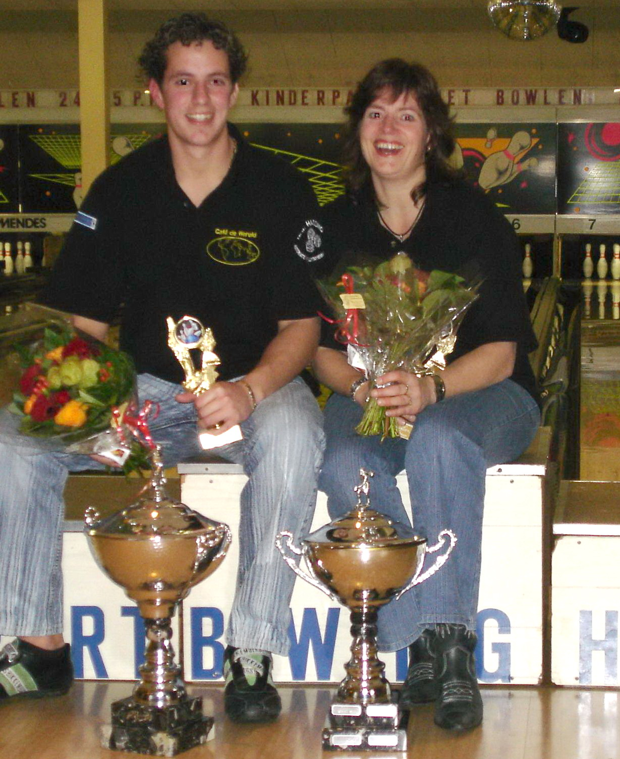 http://www.bowlingverenigingheiloo.nl/fotos_verhalen/foto's/2006_0000-Ver.kampioenen-Petra-Silvio.jpg