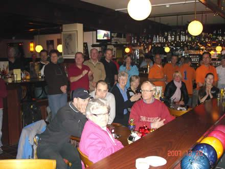 http://www.bowlingverenigingheiloo.nl/fotos_verhalen/foto's/2007_1224-Kerst-Kerstpubliek.jpg