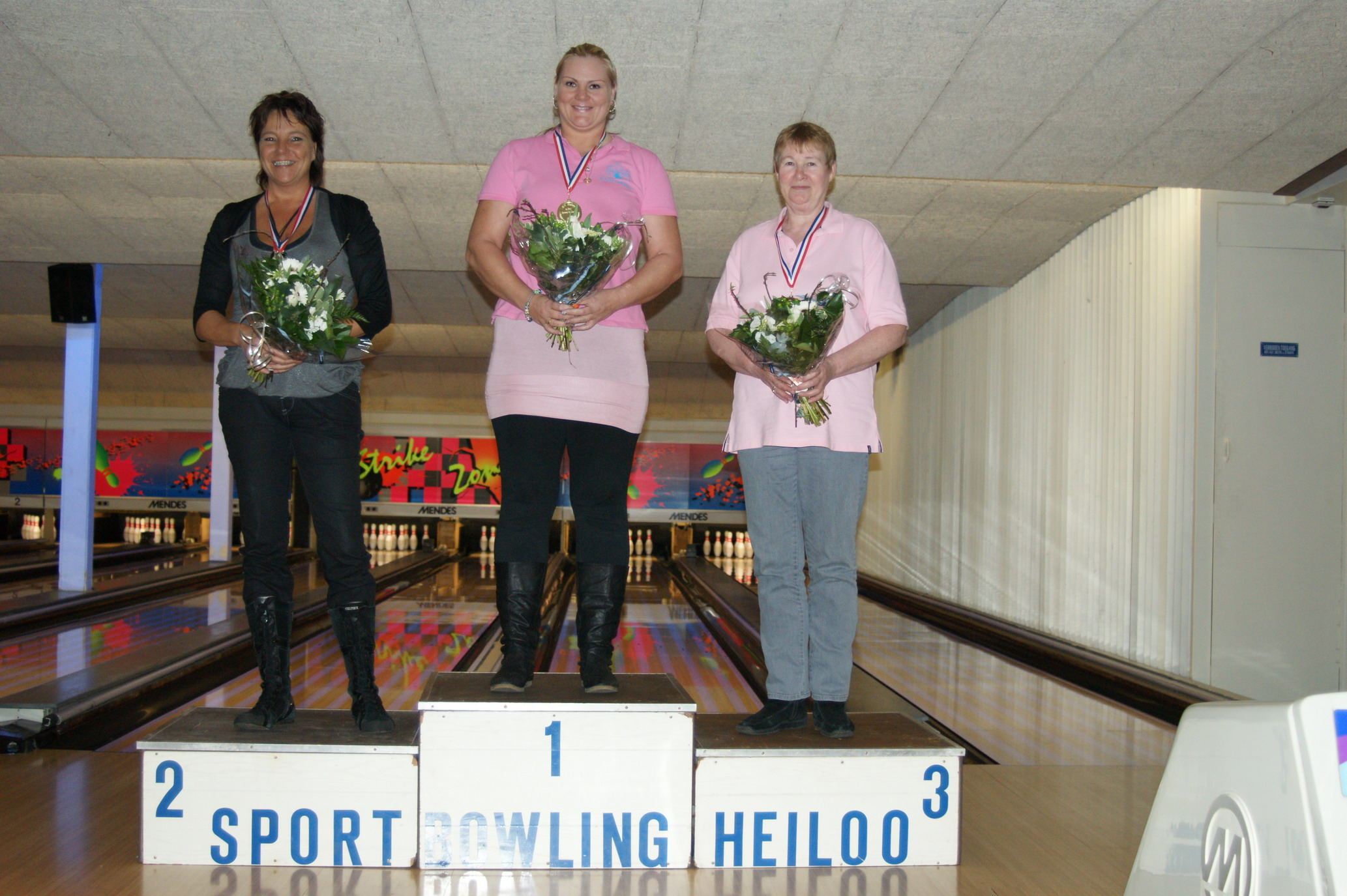 http://www.bowlingverenigingheiloo.nl/fotos_verhalen/foto's/2010_0204-Ver.kamp-Dames-CD.jpg