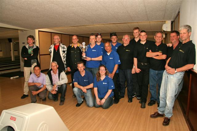 http://www.bowlingverenigingheiloo.nl/fotos_verhalen/foto's/2010_0517-SupFin-Hcp5.jpg