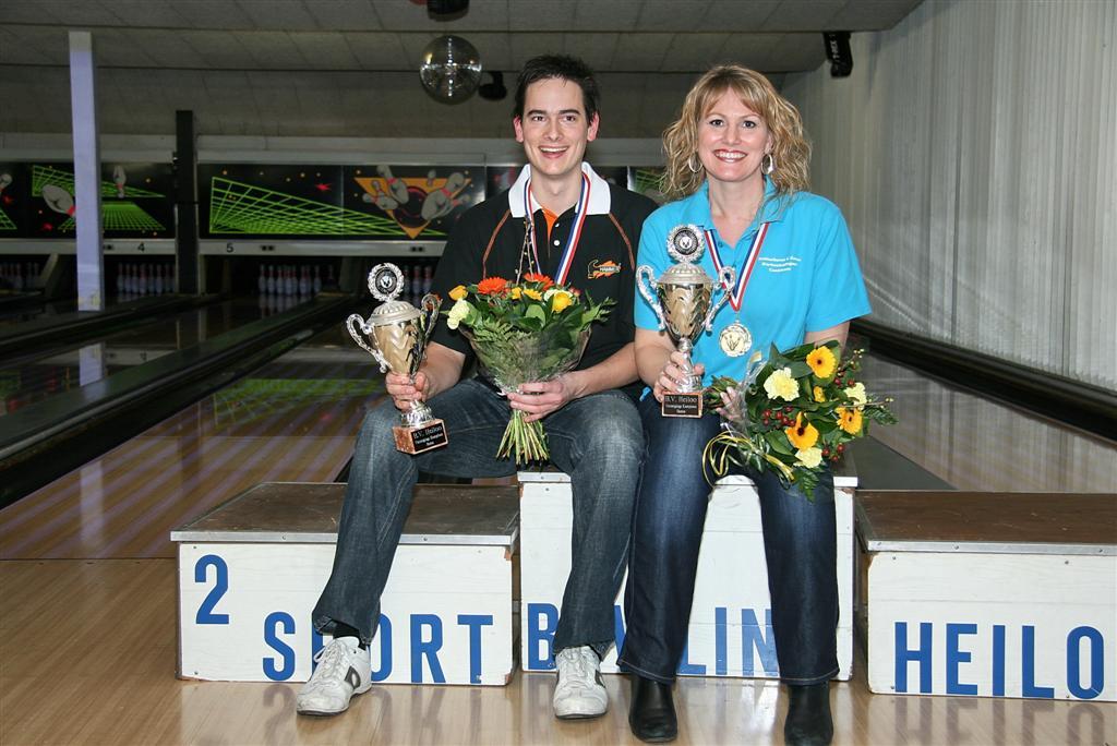 http://www.bowlingverenigingheiloo.nl/fotos_verhalen/foto's/2011_0208-Ver.kampioenen-2011.jpg