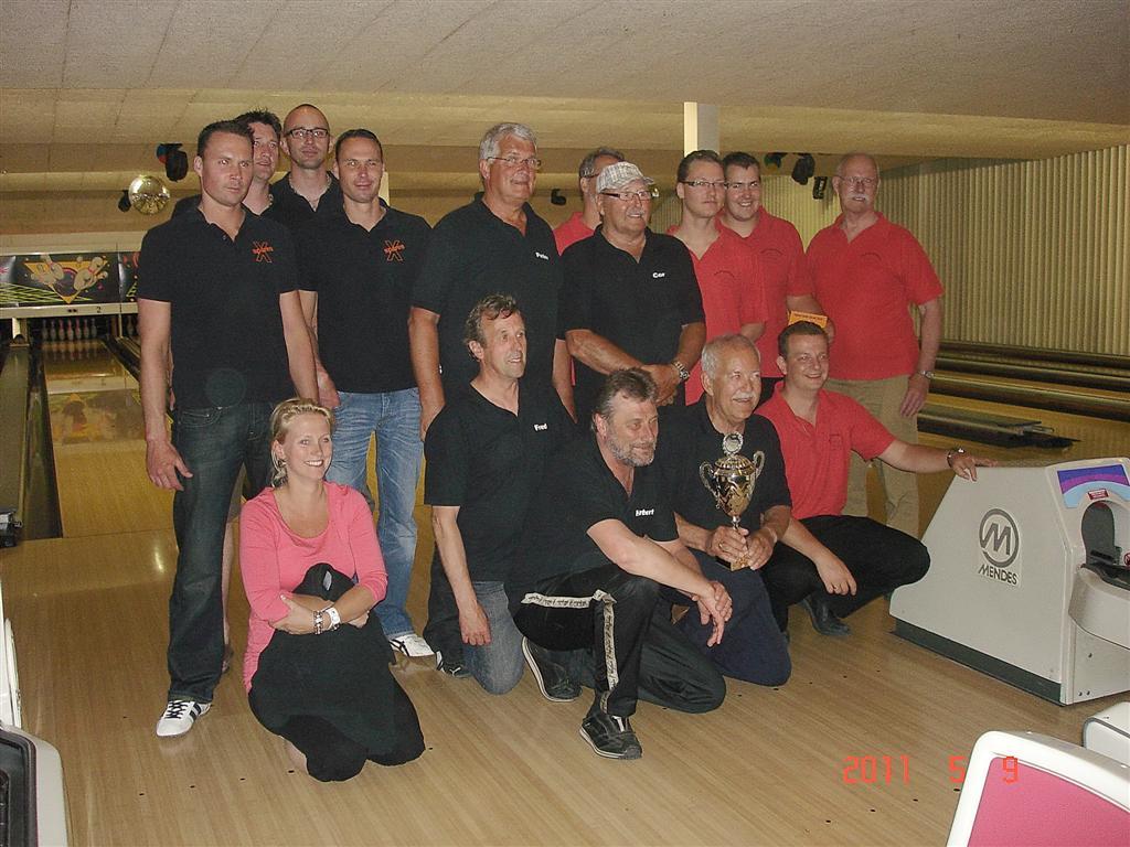 http://www.bowlingverenigingheiloo.nl/fotos_verhalen/foto's/2011_0509-SupFin-Hcp5.jpg