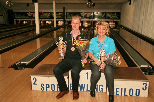http://www.bowlingverenigingheiloo.nl/fotos_verhalen/foto's/2012_0214-Ver.kampioenen-2012.jpg