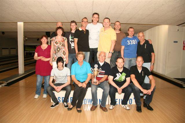 http://www.bowlingverenigingheiloo.nl/fotos_verhalen/foto's/2012_0521-SupFin-Hcp5.jpg