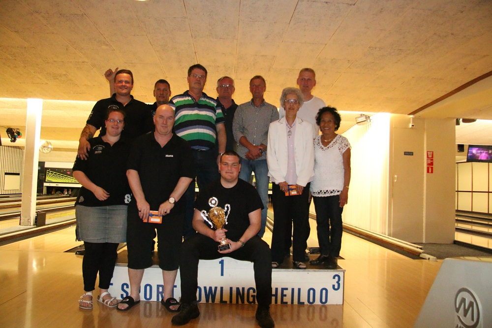 http://www.bowlingverenigingheiloo.nl/fotos_verhalen/foto's/2014_0521-SupFin-Hcp3.jpg