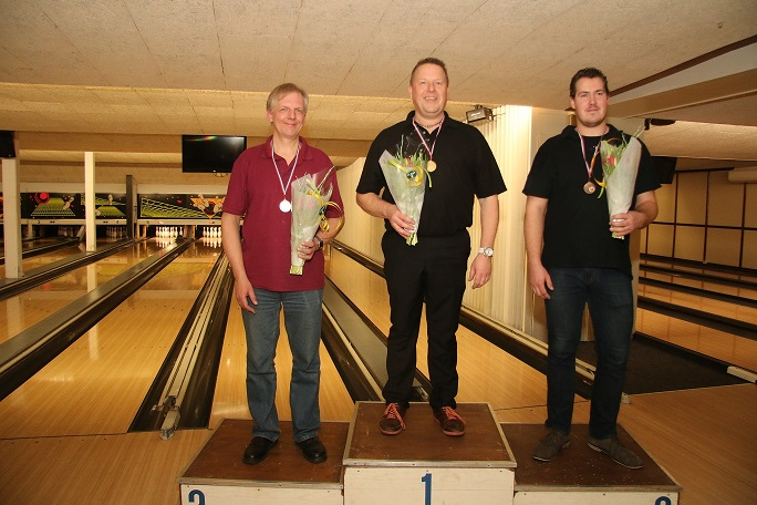 http://www.bowlingverenigingheiloo.nl/fotos_verhalen/foto's/2015_0212-Ver.kamp-Heren-A.jpg