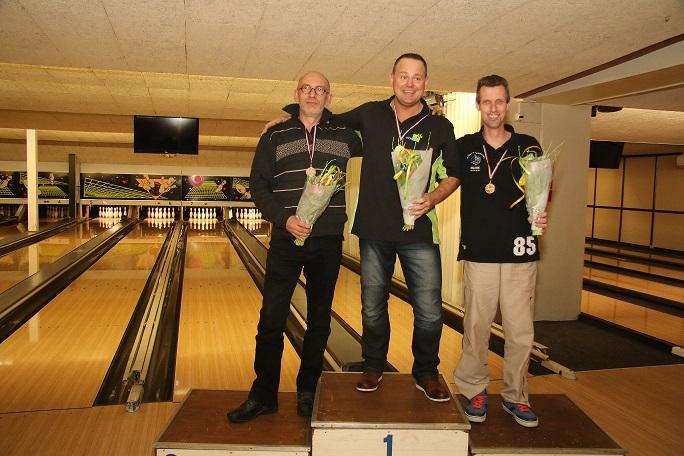http://www.bowlingverenigingheiloo.nl/fotos_verhalen/foto's/2015_0212-Ver.kamp-Heren-B.jpg