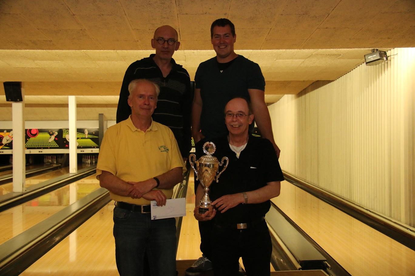 http://www.bowlingverenigingheiloo.nl/fotos_verhalen/foto's/2014_0522-SupFin-Bekerwinnaars.jpg