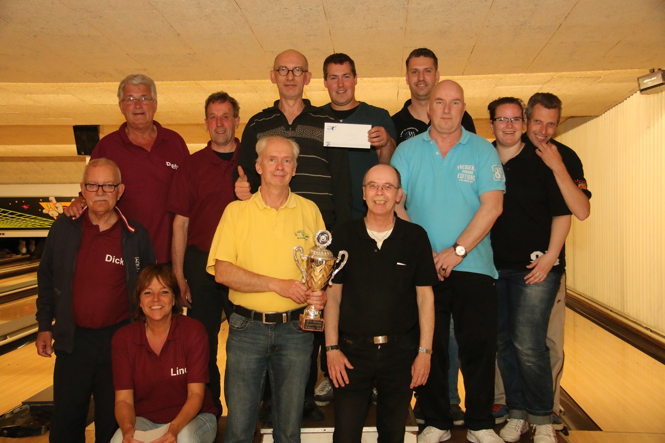 http://www.bowlingverenigingheiloo.nl/fotos_verhalen/foto's/2014_0520-SupFin-Hcp4.jpg