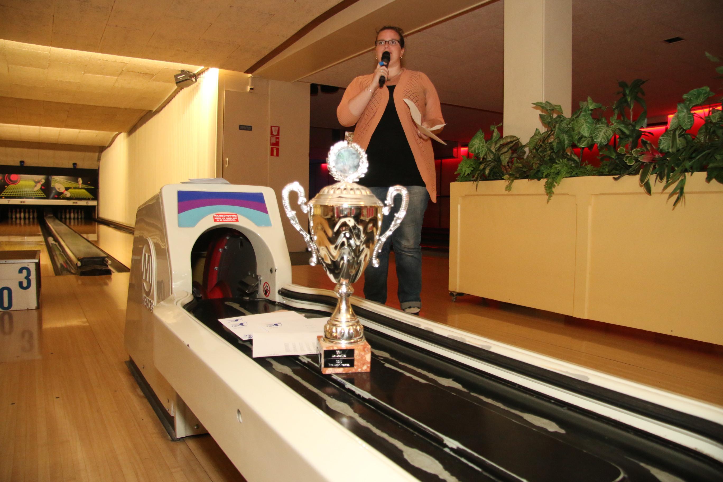 http://www.bowlingverenigingheiloo.nl/fotos_verhalen/foto's/2016_0526-Patricia 3.jpg