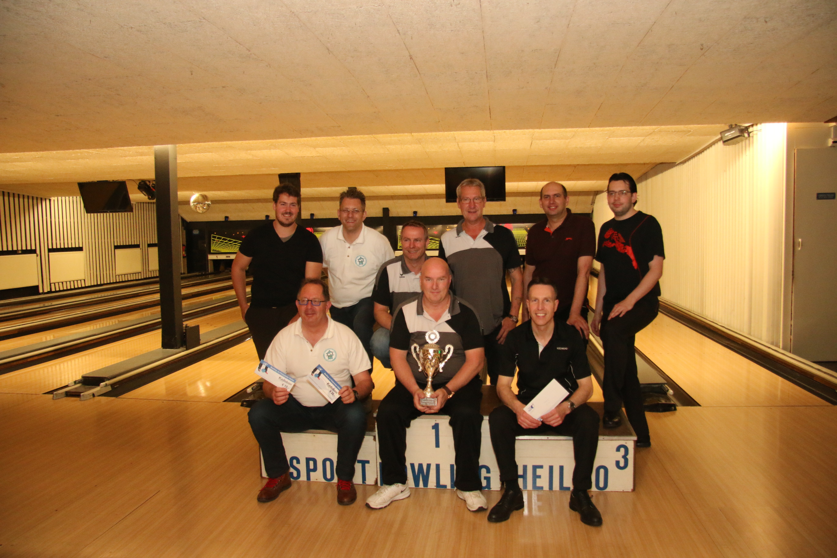 http://www.bowlingverenigingheiloo.nl/fotos_verhalen/foto's/2016_0526-SupFin-Scratch.jpg