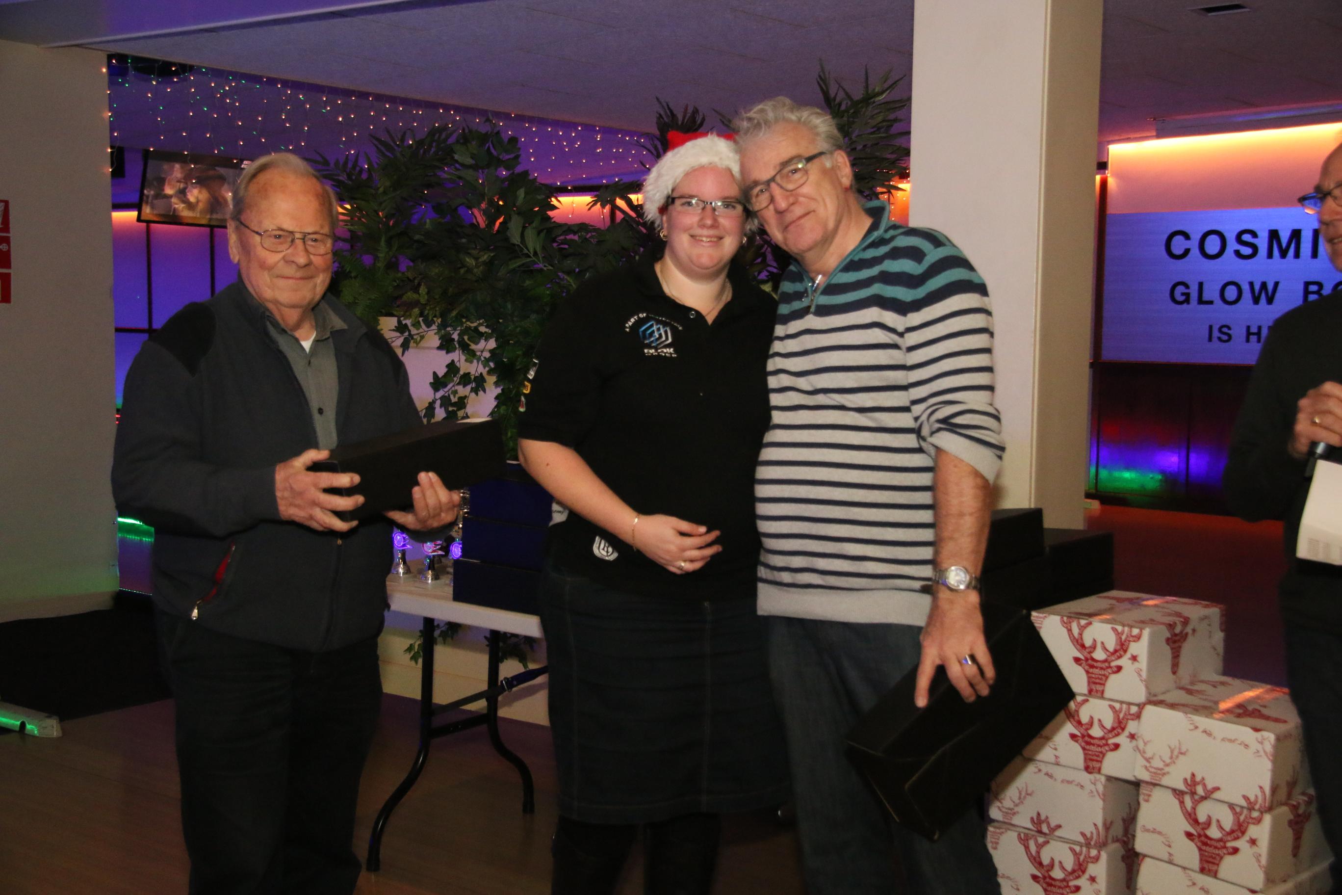 http://www.bowlingverenigingheiloo.nl/fotos_verhalen/foto's/2016_1222-Kerst-Patricia-Jan.jpg