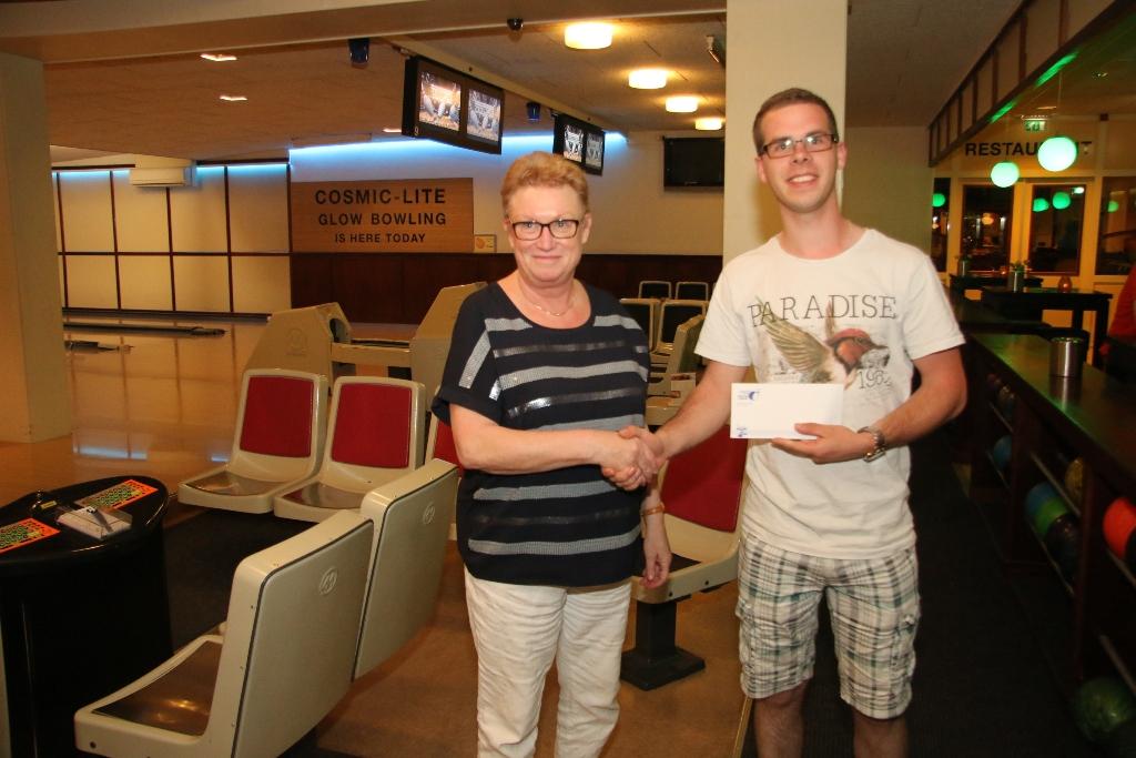 http://www.bowlingverenigingheiloo.nl/fotos_verhalen/foto's/2017_0522-Huisleaguestijgprijs2016-2017-Marco van Noort.jpg
