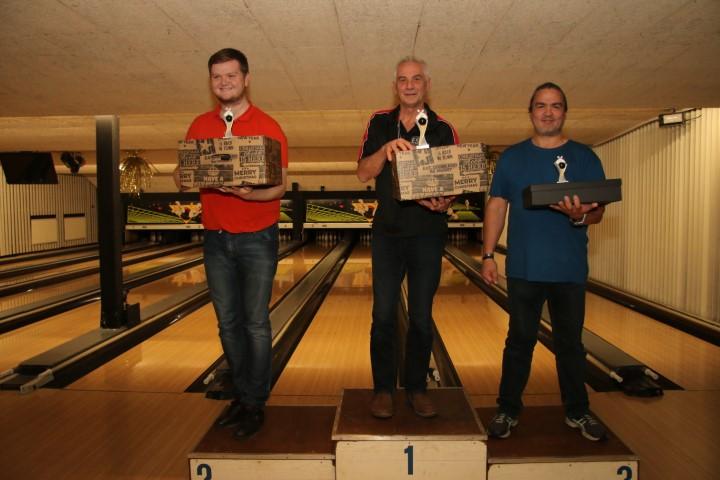 http://www.bowlingverenigingheiloo.nl/fotos_verhalen/foto's/2019_1219-Kerst-Heren-B.jpg