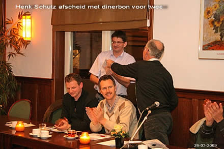 http://www.bowlingverenigingheiloo.nl/fotos_verhalen/foto's/ALV2009/2009_0326-HenkSchultzafscheidmetdinerbonvoortwee.jpg