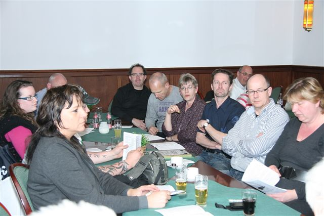 http://www.bowlingverenigingheiloo.nl/fotos_verhalen/foto's/ALV2011/2011_0324-7-ALV-ZAAL.jpg