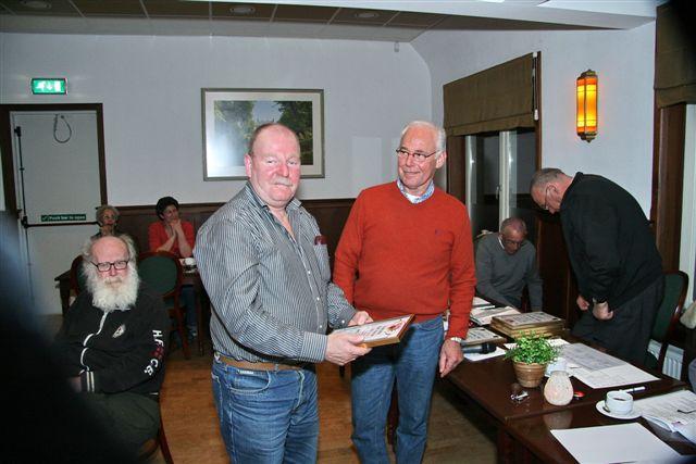http://www.bowlingverenigingheiloo.nl/fotos_verhalen/foto's/ALV2011/2011_0324-ALV-25j-Cees-Beentjes.jpg