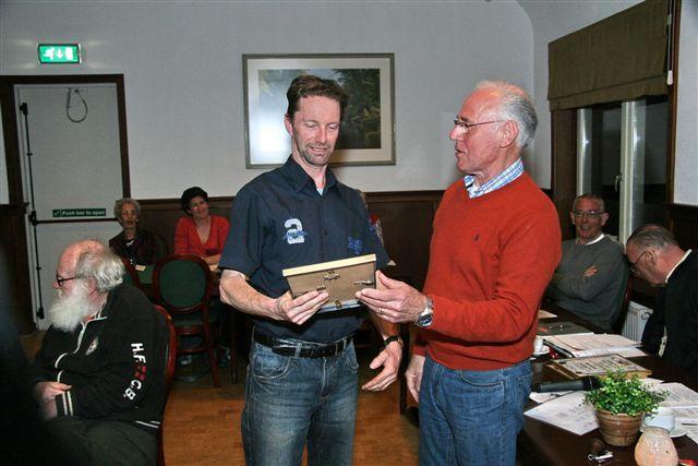 http://www.bowlingverenigingheiloo.nl/fotos_verhalen/foto's/ALV2011/2011_0324-ALV-25j-Hans-de-Goede.jpg