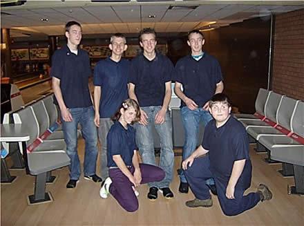 http://www.bowlingverenigingheiloo.nl/jeugd/foto's/2008_1220-Stedenteam-Jeugd-1.jpg