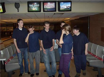 http://www.bowlingverenigingheiloo.nl/jeugd/foto's/2008_1230-Stedenteam-Jeugd-2.jpg