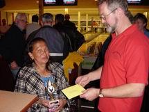 http://www.bowlingverenigingheiloo.nl/wall_of_fame/foto's/2004_0000-BonteKoeprijs2003-2004-SybilMakelaar.jpg