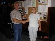 http://www.bowlingverenigingheiloo.nl/wall_of_fame/foto's/2006_0000-BonteKopeprijs2005-2006-CarlaBel.jpg