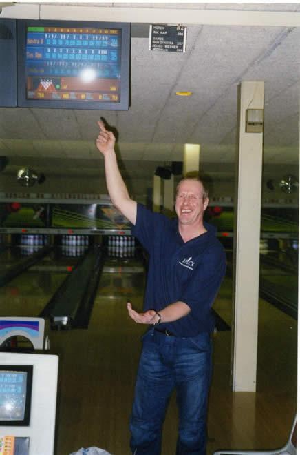 http://www.bowlingverenigingheiloo.nl/wall_of_fame/foto's/2006_0220-300Game-TonRansijn.jpg