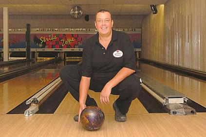 http://www.bowlingverenigingheiloo.nl/wall_of_fame/foto's/2007_0227-300Game-GertJanBaltus.jpg
