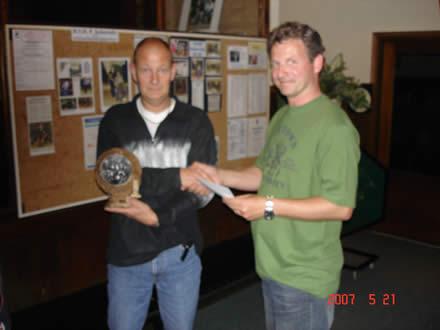 http://www.bowlingverenigingheiloo.nl/wall_of_fame/foto's/2007_0522-BonteKoeprijs2006-2007-PaulSchoon.jpg