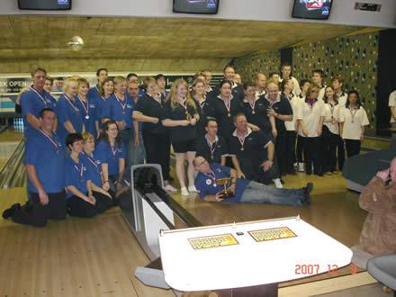 http://www.bowlingverenigingheiloo.nl/wall_of_fame/foto's/2007_1211-Stedenteam-123-VoorrondeZdam.jpg