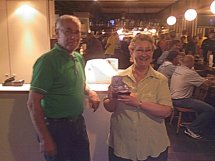 http://www.bowlingverenigingheiloo.nl/wall_of_fame/foto's/2008_0528-BonteKoeprijs2007-2008-VronieSettelaarBurgering.jpg