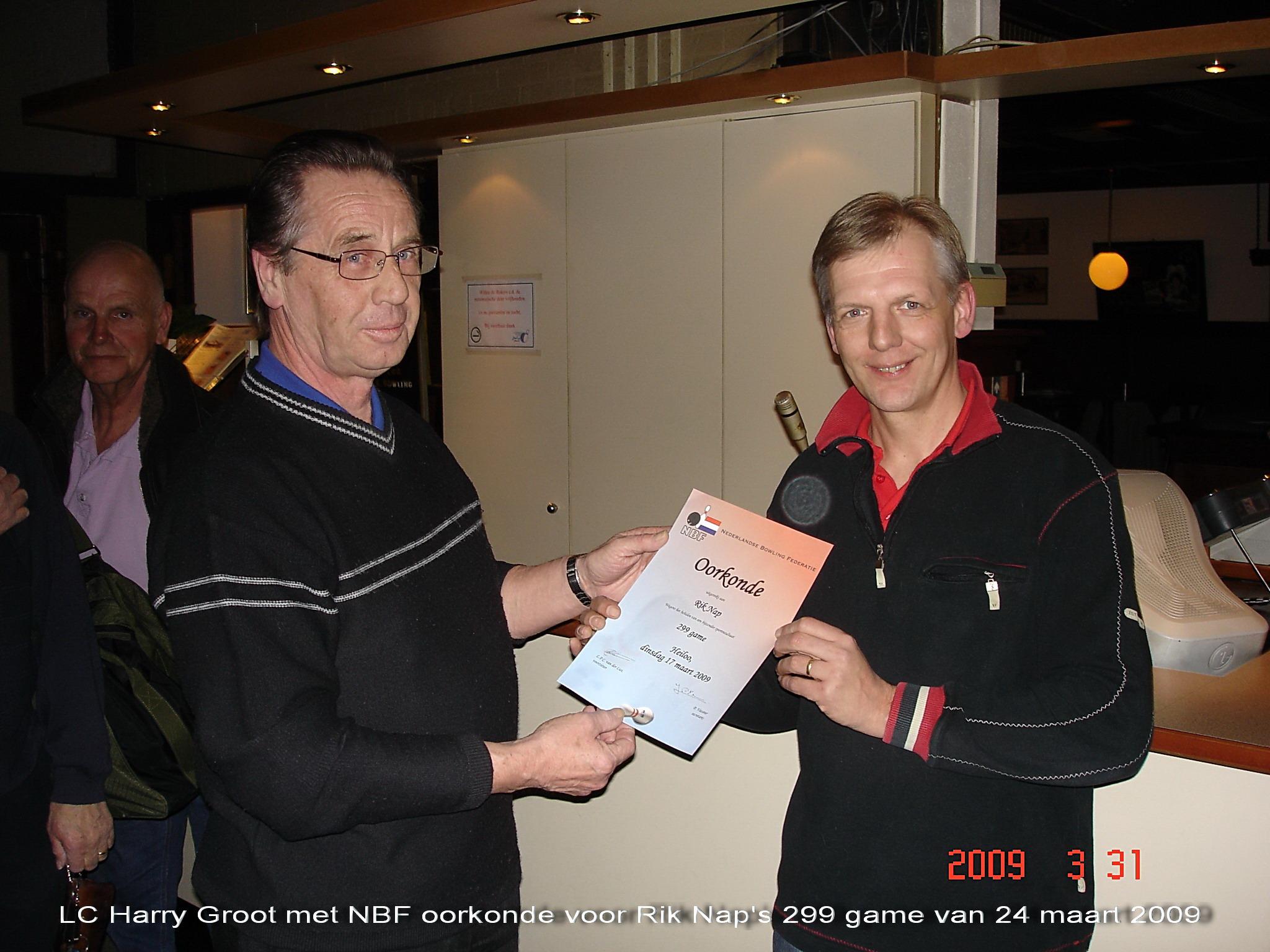 http://www.bowlingverenigingheiloo.nl/wall_of_fame/foto's/2009_0331-NBF-Oorkonde(299game)voorRikNap.jpg