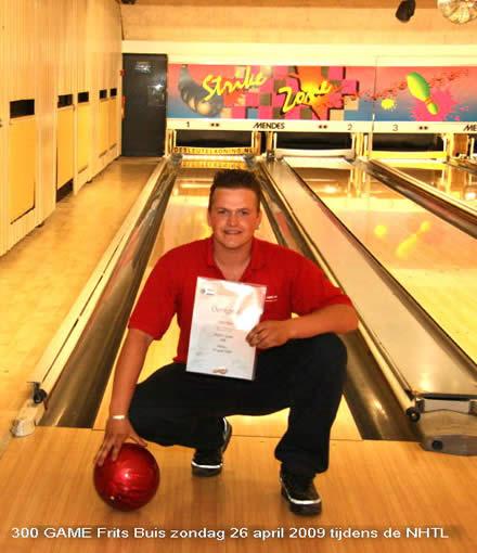 http://www.bowlingverenigingheiloo.nl/wall_of_fame/foto's/2009_0429-300Game-FritsBuis.jpg