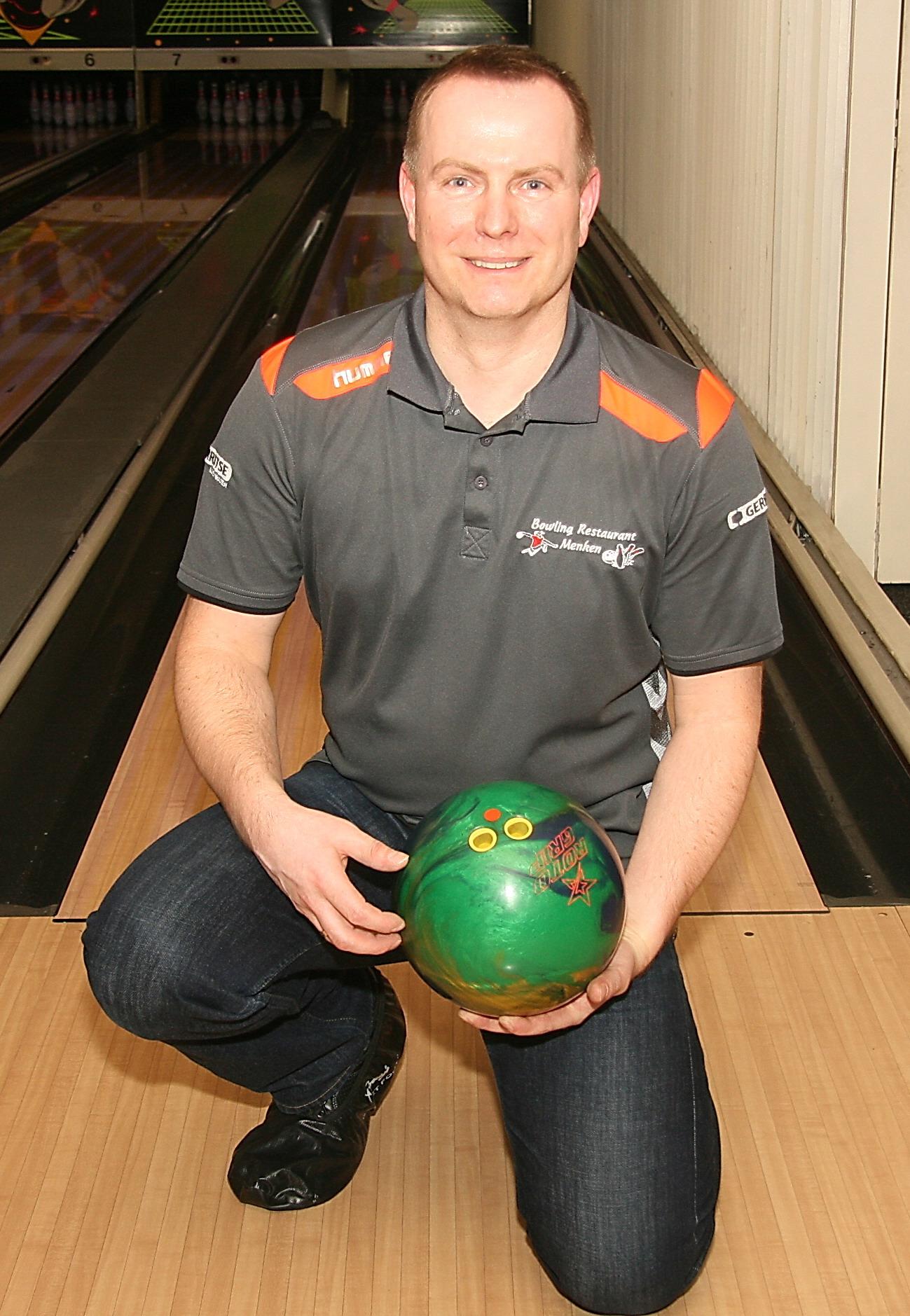 http://www.bowlingverenigingheiloo.nl/wall_of_fame/foto's/2014_0213-300Game-FrankvanStroe.jpg