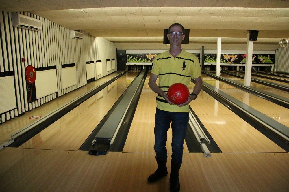 http://www.bowlingverenigingheiloo.nl/wall_of_fame/foto's/2014_0522-300Game-MartinSnelting.jpg