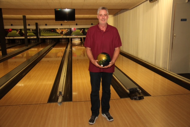 http://www.bowlingverenigingheiloo.nl/wall_of_fame/foto's/2014_0930-300Game-MartinSnelting.jpg