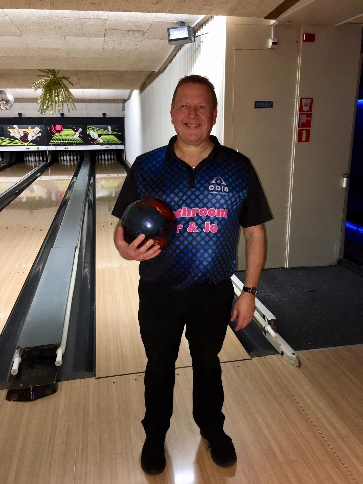 http://www.bowlingverenigingheiloo.nl/wall_of_fame/foto's/2019_1210-300Game Martin Spoelstra.jpg