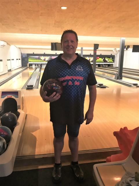 http://www.bowlingverenigingheiloo.nl/wall_of_fame/foto's/2020_0121-300Game-E.J.Bodemann.jpg